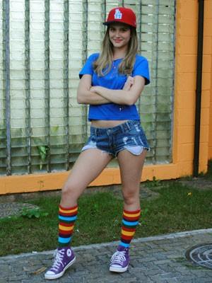 Para dar vida a Fatinha, atriz está abusando das roupas curtas em cena (Foto: Malhação / Tv Globo)