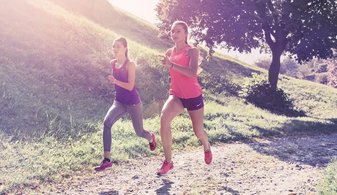 EuAtleta - mulheres correndo no sol (Foto: Getty Images)