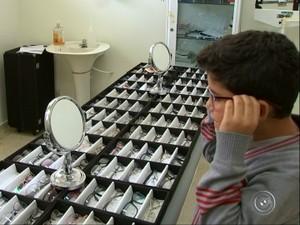 39a8327cd3b08 Loja de óculos foi montada em posto de saúde em Capela do Alto (Foto