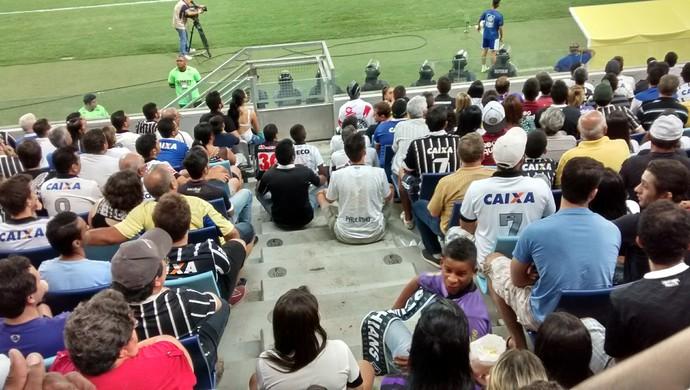 Arena Pantanal torcedores na escada Bragantino e Corinthians (Foto: Robson Boamorte)