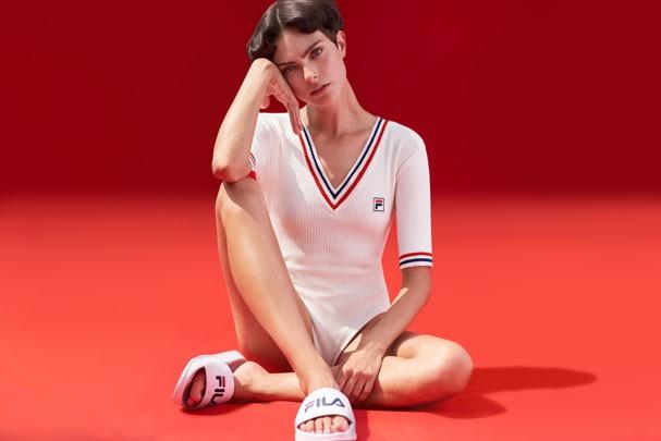 Tendência na moda esportiva, sliders têm vez na parceria da Fila com a Haight (Foto: Divulgação)