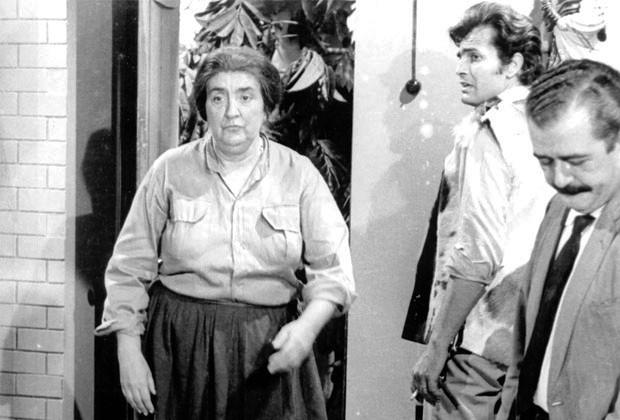 Sinhana (Zilka Salaberry), João (Tarcísio Meira) e Dr. Maciel (Ênio Santos) em Irmãos Coragem