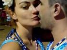 Laura Keller beija o marido e se declara: 'Amo demais'