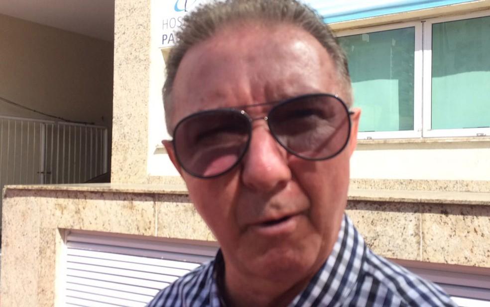 Paulo Jorge Zagallo conversou com o G1 ao visitar o filho no hospital na tarde de segunda-feira (Foto: Daniel Silveira / G1)