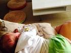 Joana Balaguer mostra filho dormindo: 'Ele que está numa boa'
