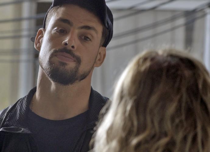 Juliano se irrita com Adisabeba (Foto: TV Globo)
