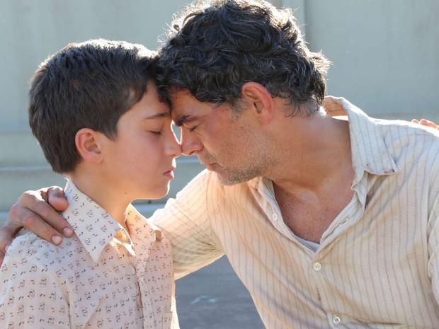 Davi Galdeano e Du Moscovis em cena de 'O Outro Lado do Paraíso' (Foto: Divulgação)