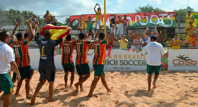 Sampaio Corrêa comemora título da Copa do Brasil de futebol de areia (Foto: Divulgação / CBSB)
