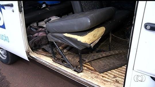 Motorista bêbado e sem CNH é multado transportando operários em veículo em mau estado de conservação
