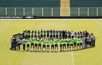 De olho no Sport, Figueira volta aos treinos e faz homenagem à Chape