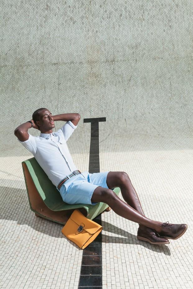 Camisa Calvin Klein R$ 319 | Bermuda Gap R$ 150 | Relógio Panerai Luminor Marina R$ 26.900 | Cinto Prada R$ 660 | Pasta Gucci R$ 6.720 | Sapatos Richards R$ 398 (Foto: Franco Amendola)