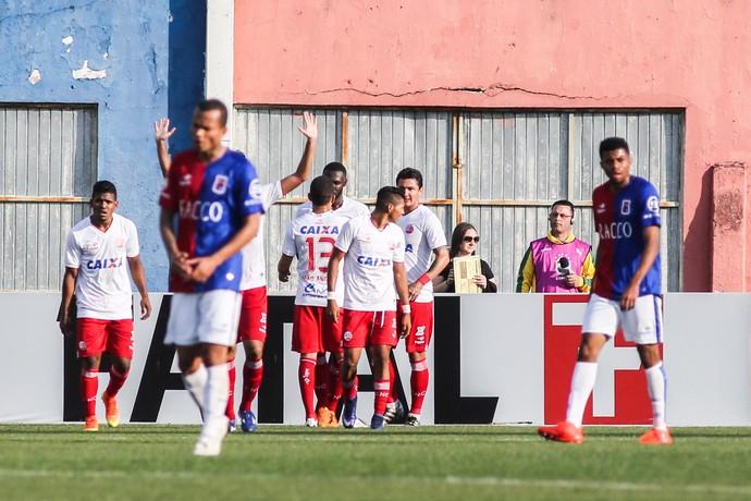 Nautico comemora gol durante a partida entre Paraná PR (Foto: Joka Madruga/Futura Press)