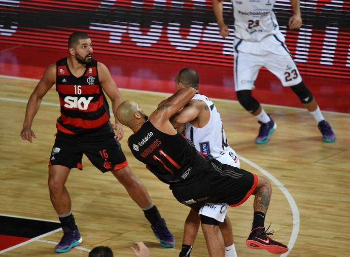 Flamengo x Bauru final do NBB jogo 2 basquete confusão (Foto: André Durão)