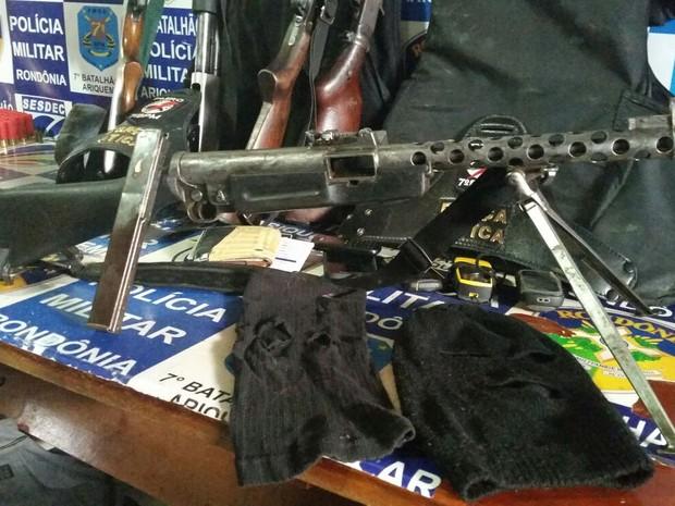 Armas e munições apreendidas pela Polícia Militar na região de Cujubim, Rondônia (Foto: Assessoria PM/Divulgação)