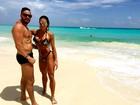 Gracyanne Barbosa curte praia com Belo e mostra corpo sarado