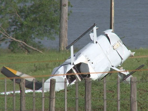 Área onde helicóptero caiu foi isolada (Foto: Reprodução/ TV TEM)