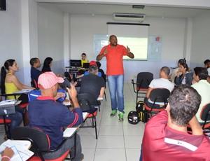 Curso de arbitragem de futsal em Cacoal (Foto: Rogério Aderbal)