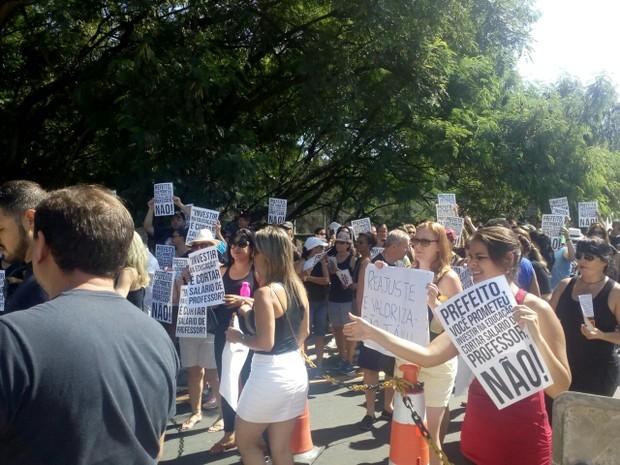 Professores de Itu fazem passeata para protestar contra cortes no salário (Foto: Arquivo Pessoal)