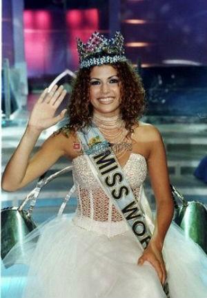 Em 1998, quando ganhou o Miss Universo (Foto: getty images)