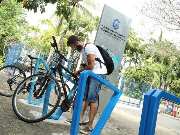 Foram instaladas três estações próprias para bicicletas no campus (Foto: Ares Soares/Unifor)