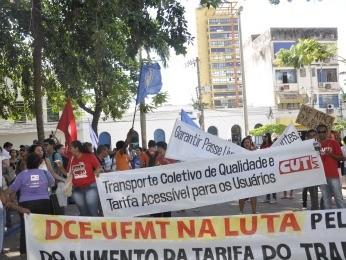 Protesto reuniu representantes de entidades sindicais (Foto: Rayane Alves/G1)