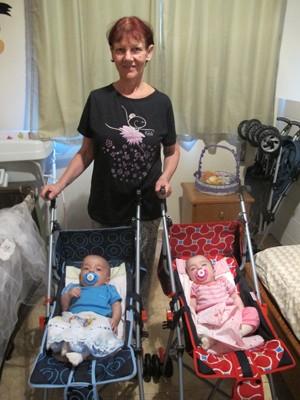 Mãe aos 61 anos, Antônia afirma ter disposição de sobra (Foto: Anna Gabriela Ribeiro / G1 Santos)