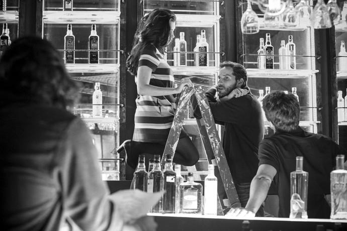 Olívia Torres e Raphael Sander em clique feito durante pausa das gravações (Foto: Gshow)