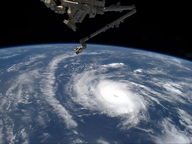 Danny, o primeiro furacão da temporada de 2015 no Atlântico, é visto em foto feita pelo astronauta Scott Kelly, na Estação Espacial Internacional na quinta (20) (Foto: Reuters/Nasa/Scott Kelly/Handout)