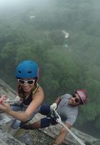 Nas alturas: Carol Nakamura pratica rapel em prédio abandonado de 70m de altura no Rio de Janeiro