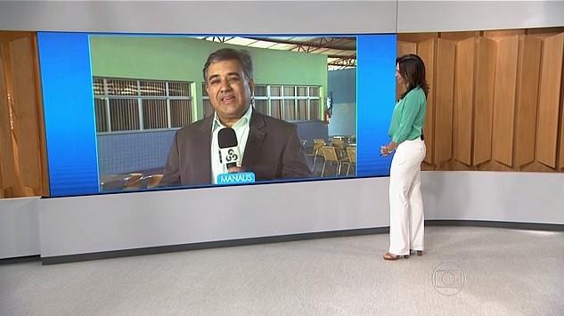Repórter Vandré Fonseca fala dos cursos profissionalizantes, em Manaus (Foto: Reprodução/Bom Dia Brasil)
