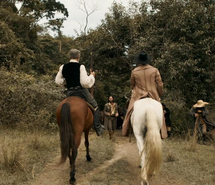 Raposo e Rubião encontram Gaspar no meio da estrada (Foto: TV Globo)