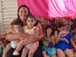 Josimara tem cinco filhos, sendo quatro com microcefalia, em Rondônia (Foto: Eliete Marques/G1)