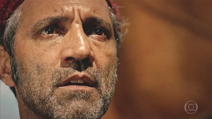 Santo vai atrás de criminoso (Foto: TV Globo)