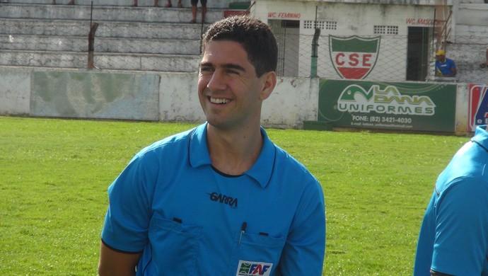 Ricardo Laranjeira, árbitro (Foto: Leonardo Freire/GloboEsporte.com)