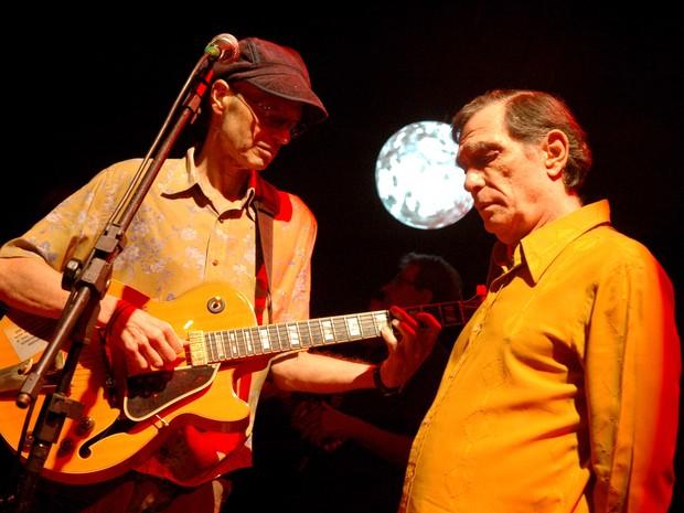 Nelson Jacobina (à esq.) e Jorge Mautner durante um dos números musicais do documentário 'Jorge Mautner - O filho do Holocausto' (Foto: Juliana Torres/Divulgação)