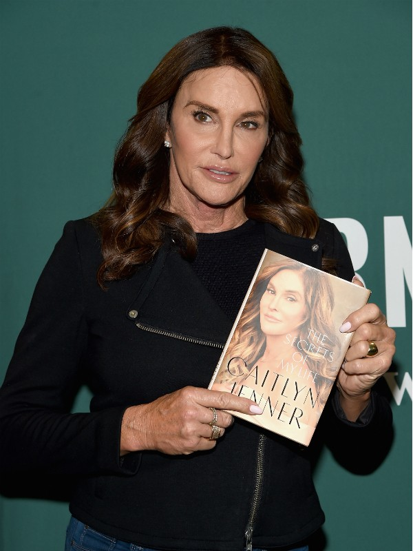 Caitlyn Jenner durante lançamento de sua biografia, em Nova York (Foto: Getty)