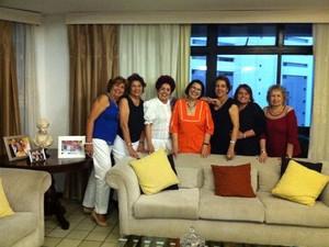 Zilma Cavalcante, após se aposentar, não só investiu em uma nova carreira, como agora tem uma vida social mais ativa. ela se encontra periodicamente com as amigas de infância. (Foto: Diana Vasconcelos / G1 CE)