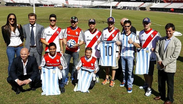 Pilotos visitam River Plate MotoGP