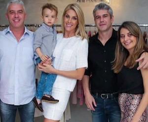 Ana Hickmann com o marido, o filho, a cunhada e o cunhado (Foto: TV Globo)