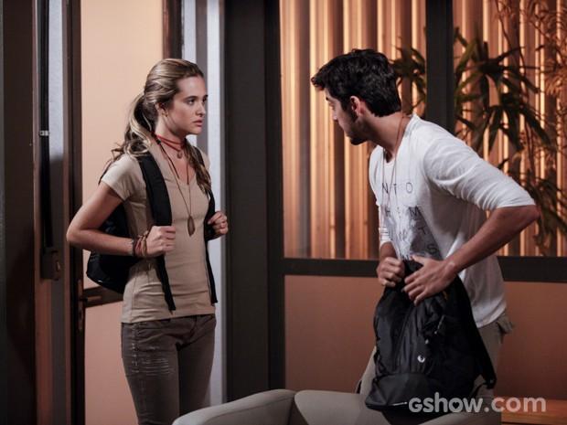 Lili e Marlon estão prontos para fugir (Foto: Pedro Curi/TV Globo)
