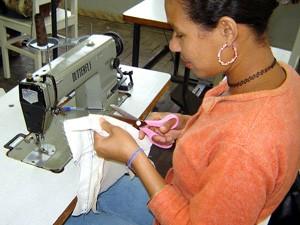 Há vagas para costureira no Sine de Guarapari (Foto: Divulgação/ Secom-ES)