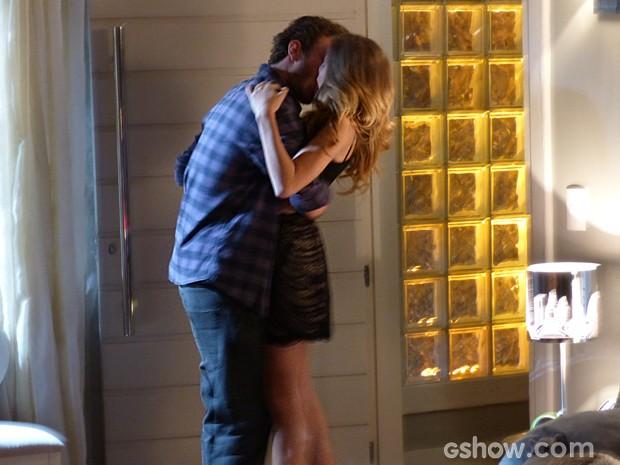 Sofidney no maior amasso! Será que eles finalmente vão ficar juntos? (Foto: Malhação/ TV Globo)