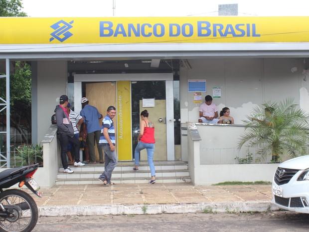 Banco suspendeu serviços de saque e depositos em Castelo do Piauí (Foto: Gilcilene Araújo/G1)