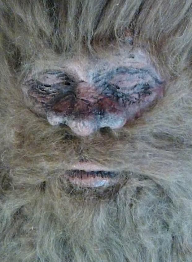 Rick Dyer divulgou imagem afirmando que matou o 'pé-grande', e que planeja exibir o corpo e uma turnê pela América Latina (Foto: Reprodução/Twitter/ksatnews)