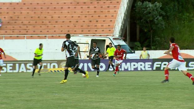 Lance do jogo entre Ponte e Mogi Mirim (Foto: Reprodução EPTV)