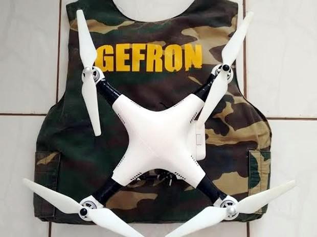Policiais encontraram drone que seria usado por traficantes em Cáceres. (Foto: Assessoria/Gefron-MT)