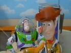 Jovens refilmam 'Toy Story' usando brinquedos de verdade