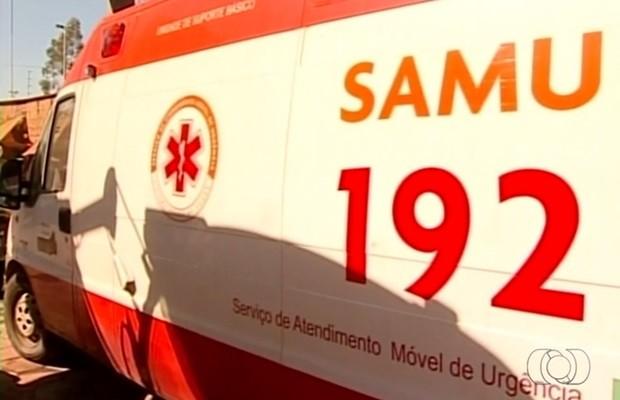 Enquanto ambulâncias aguardam reparos, população reclama de falta de atendimento, em Goiás (Foto: Reprodução/TV Anhanguera)