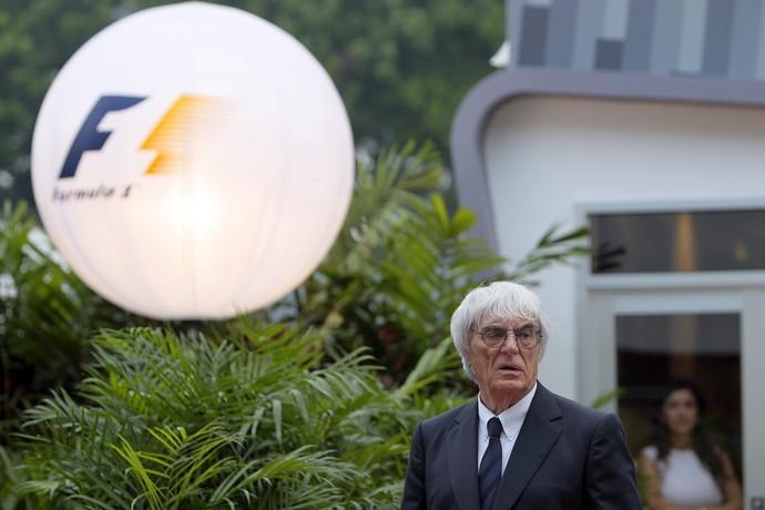 Bernie Ecclestone no paddock da Fórmula 1 em Cingapura (Foto: EFE)