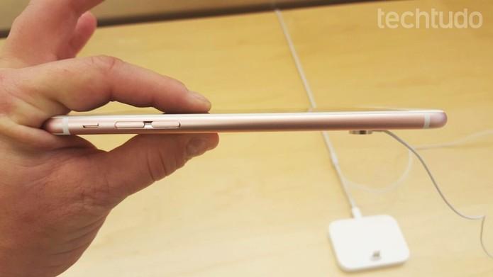 iPhone 6S oferece design mais fino e leve do que Xperia Z5 (Foto: Thiago Lopes/TechTudo)